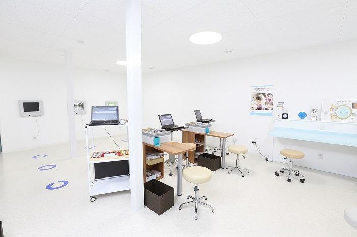 清潔で充実した診察室